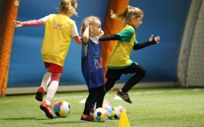 """""""Kraina Lodu 2"""" na sportowo. Zapisz swoją córkę na wyjątkowe piłkarskie zajęcia!"""